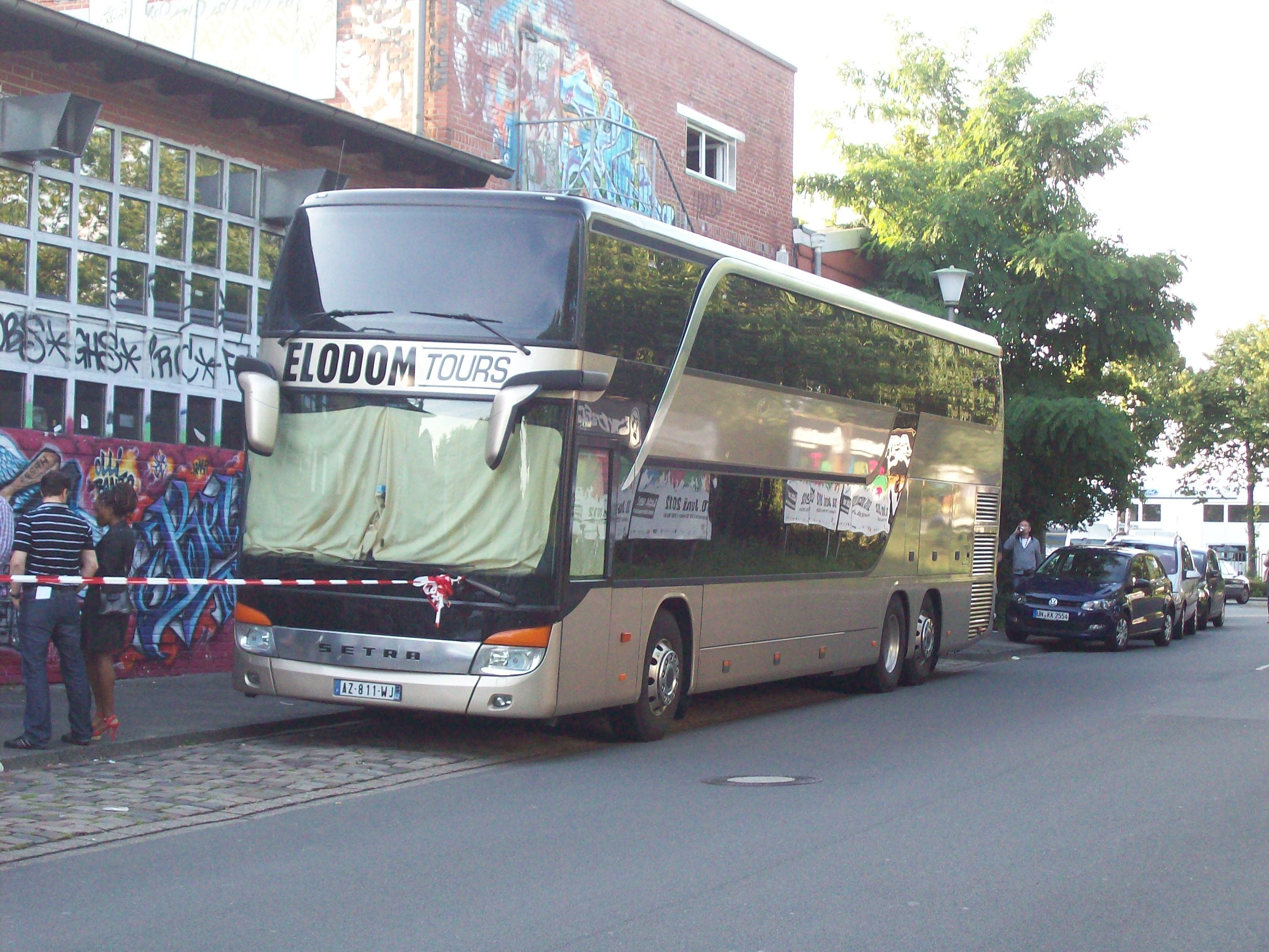 Alpha Blondys Tourbus