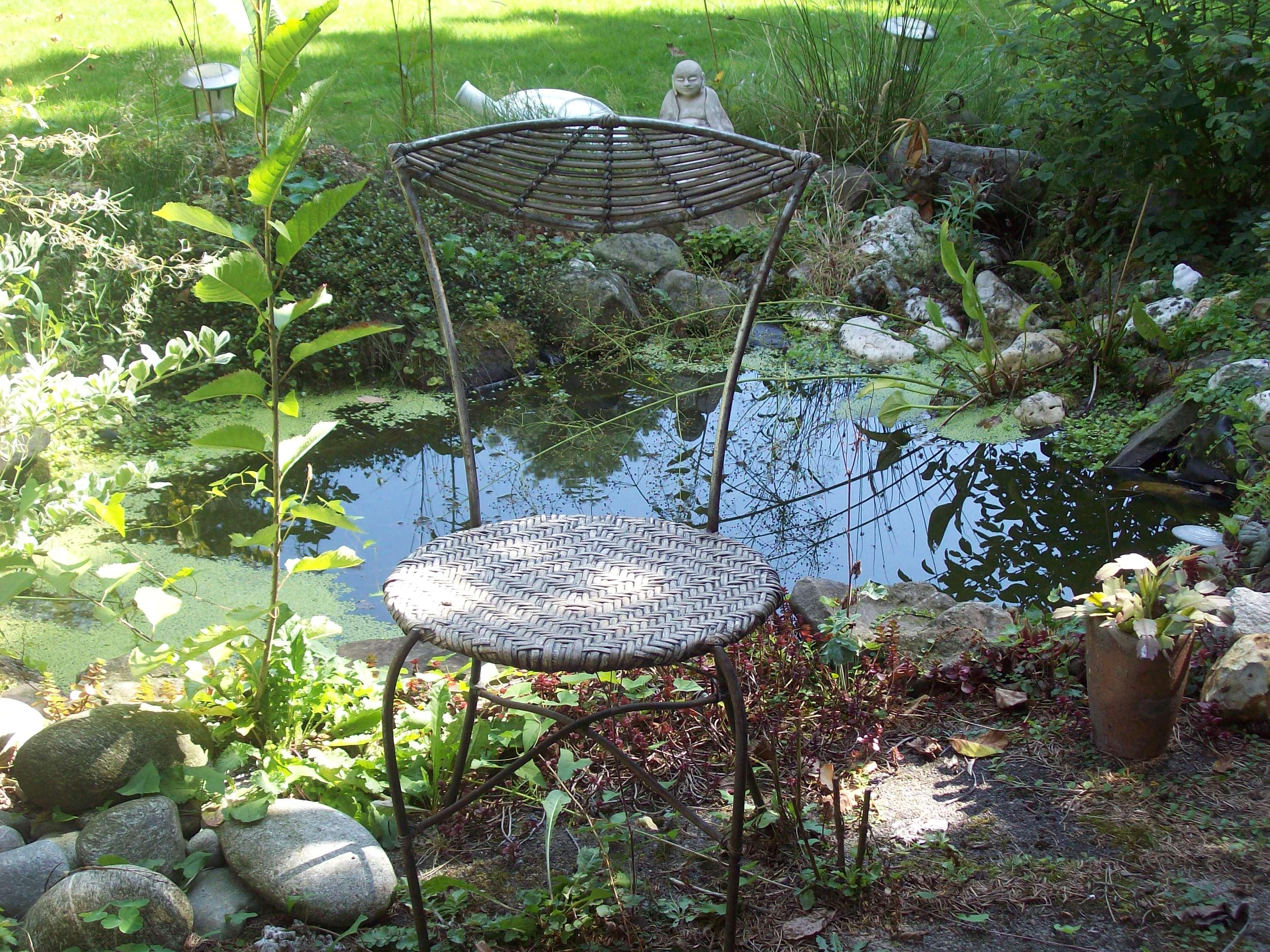 Stuhl am Teich
